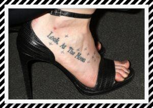 tatuaje de estrellas en el pie
